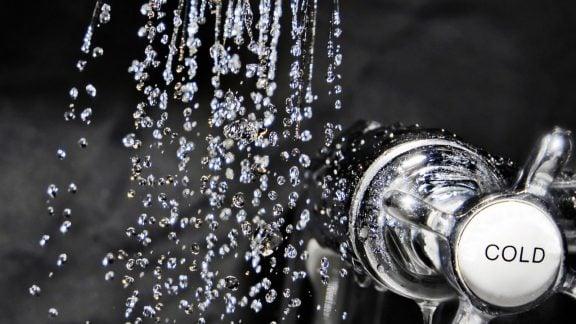 دوش گرفتن با آب سرد
