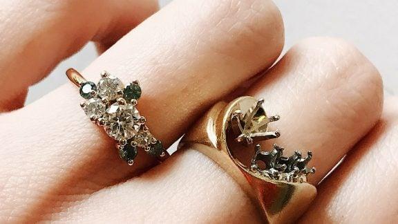 انداختن انگشتر در انگشتهای مختلف دست چه رازی را با خود به همراه دارد؟