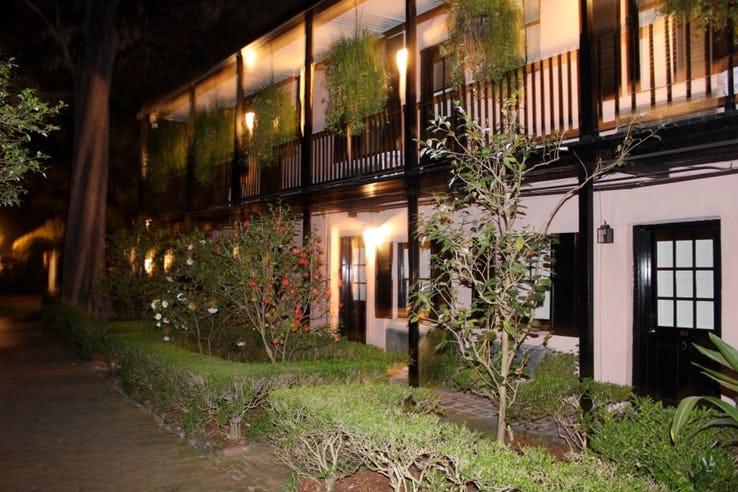 هتل و خانه ی قدیمی BATTERY CARRIAGE