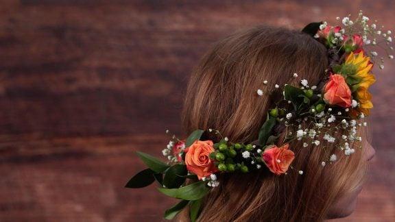 آموزش ساخت تاج گل بسیار زیبا برای عروس خانمها – با هم بخوانیم