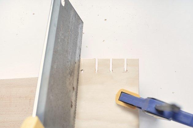 ساختن جای کابل روی میز