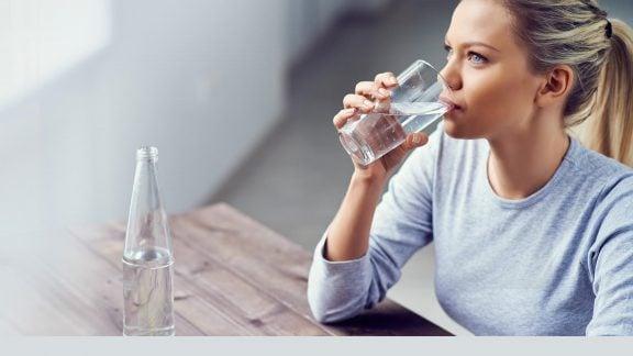 آشامیدن آب
