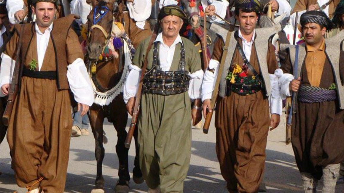 کردها علق خاصی به حفظ لباس و فرهنگ اصیل خود دارند به طوری که طبق شواهد لباس محلی امروزی آنها چند صد سال است که به این شکل است.