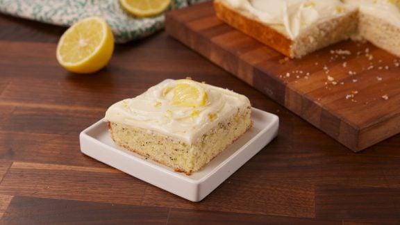 با هم آشپزی کنیم: آموزش پخت کیک لیمویی خانگی – ساده و خوشمزه