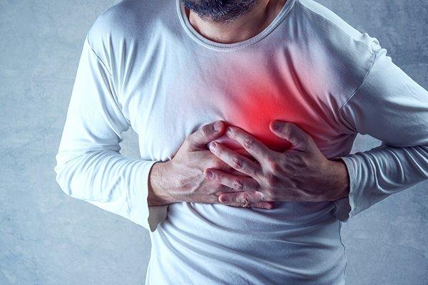 احساس فشار و خفگی در قفسه سینه، مهمترین نشانه بروز حمله قبلی