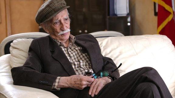 داریوش اسدزاده بازیگر پیشکسوت کشورمان ساعاتی پیش در سن 96 سالگی از دنیا رفت!