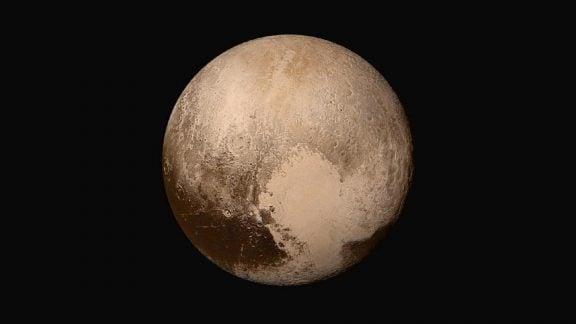پلوتو چیست: آیا میدانید چرا دیگر یک سیاره نیست (یا هست؟)