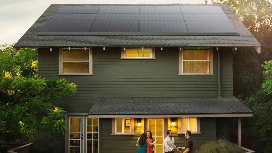 اجاره پنلهای خورشیدی تسلا و نصب بر روی سقف خانه
