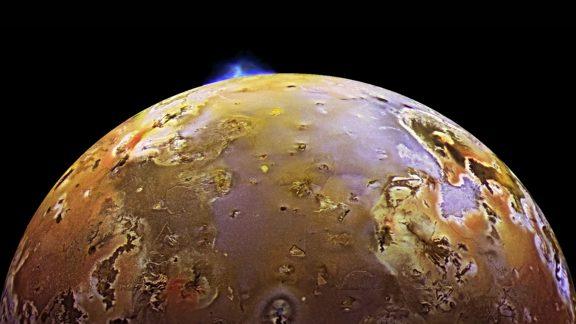 آتشفشان قمر آیو سیاره مشتری