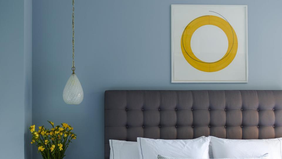 فضای داخلی مدرن با جریانهای زرد ساده