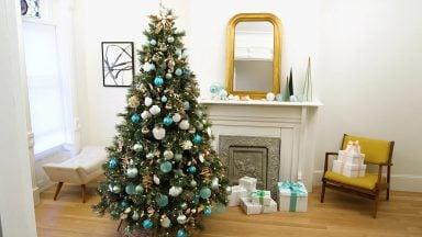 درخت کریسمس با تزیین ساحلی