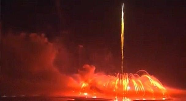 پرتاب موشک بزرگترین آتشبازی جهان