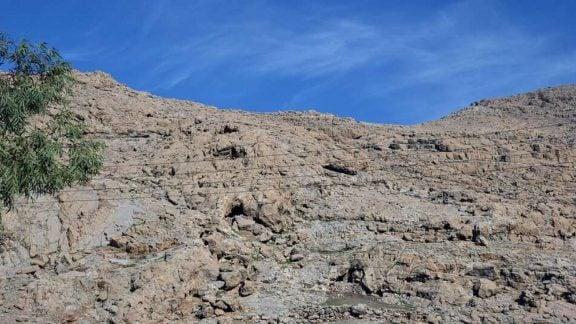 کشف دهها غار و پناهگاه صخرهای